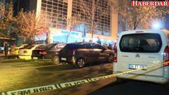 Küçükçekmece'de hastane önünde çıkan silahlı kavgada 3 kişi yaralandı