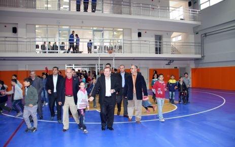 Merkez İlköğretim Kapalı Spor Salonu açıldı