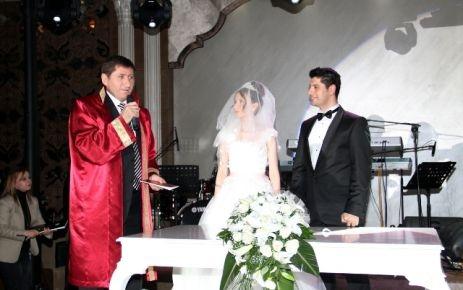 Nikahı Süleymanoğlu kıydı