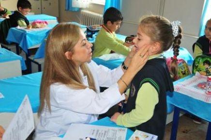 Öğrencilerin diş taramalarına devam ediliyor