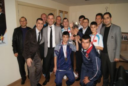 Şampiyonlardan AK partiye ziyaret