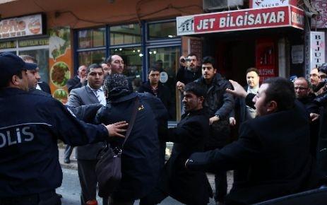 Gazetecilere yumruklu saldırı!