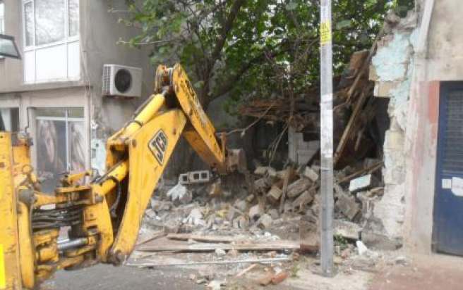 Tehlike yaratan binalar yıkıldı