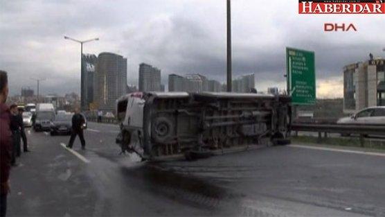 TEM'i kapatan kaza: 5 yaralı