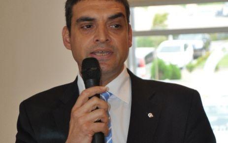 Umut Oran, Başbakan'ın çelişkili Dolmabahçe açıklamasını sordu