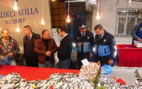 Zabıta balıkçıları çembere aldı