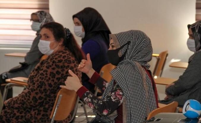 Esenyurt belediyesi kadın sosyal yaşam Merkezi'nde afet eğitimi semineri