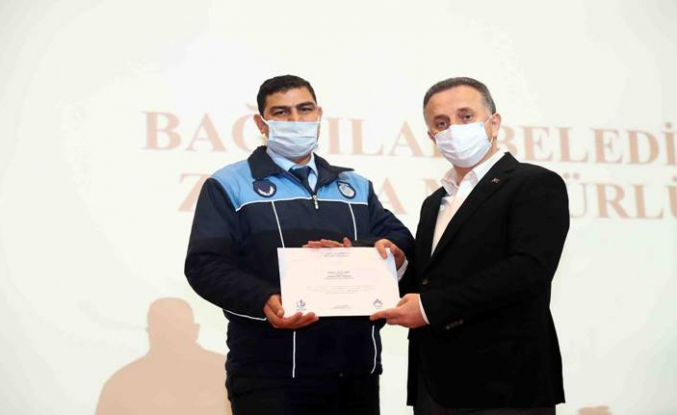 Kovid-19 savaşçılarına teşekkür plaketi verildi