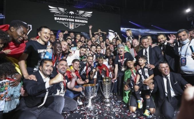 Beşiktaş şampiyonluk kupasını aldı