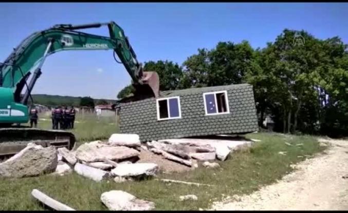 Çatalca'daki kaçak yapılar ilçe belediye ekiplerince yıkıldı