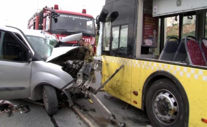 Otobüsle araç kafa kafaya çarpıştı, feci kazada bir kişi öldü bir kişi ağır yaralandı