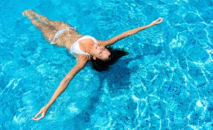Tatile gidecekler dikkat: İşte deniz ve havuzdaki bulaş riski!