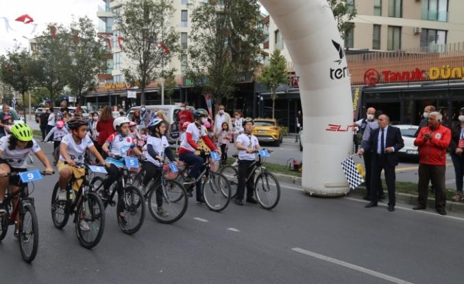 Büyükçekmeceli çocukların bisiklet yarışı nefesleri kesti