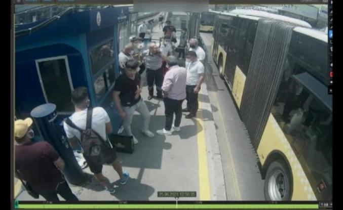 Metrobüste çıkan kavgada gözlük camı kırılan güvenlik görevlisi kör oldu