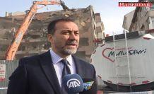 45 yıllık hasarlı binayı yıktılar