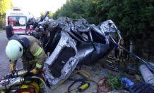 Silivri'de aydınlatma direğine çarpan otomobil takla attı