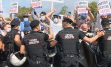 Servisçiler, İstanbul Büyükşehir Belediyesi (İBB)'nin Saraçhane'deki binası önünde eylem yaptı.