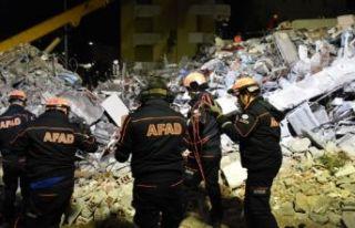 Depremin yıktığı Arnavutluk'ta ölü sayısı...