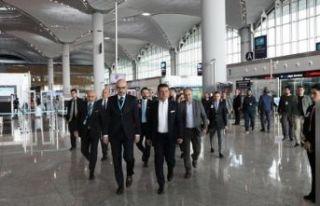 Ekrem İmamoğlu İstanbul Havaalanı'nda incelemelerde...
