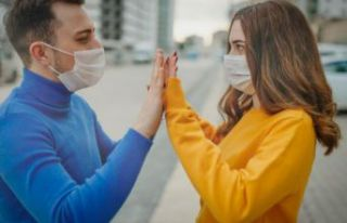 Koronavirüs uyarısı: Risk varsa 14 gün öpüşmeyin,...