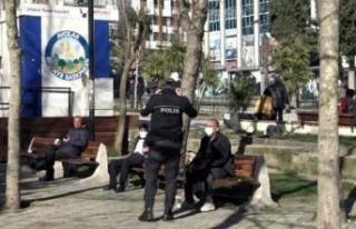 Avcılar'daki parkta oturma tutkusu... Polis...