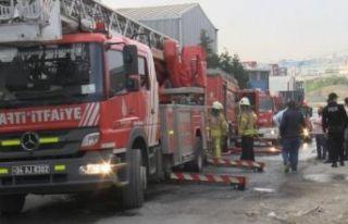 Esenyurt'ta iş yerinde korkutan yangın