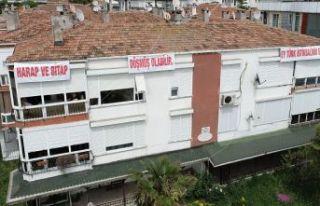 Atatürk'ün Gençliğe Hitabesi 50 binanın üstüne...