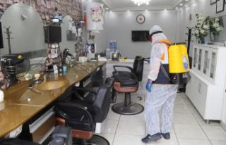 Kuaförler salonları dezenfekte edildi, çalışanlara...