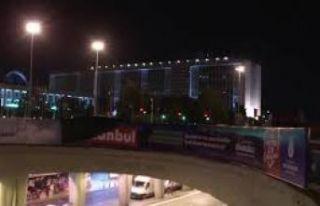 Polisler, İBB'nin Kanal İstanbul afişlerini...