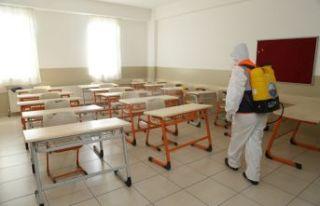 Büyükçekmece'deki okullar dezenfekte edilmeye...