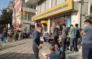 İstanbul'daki PTT merkezlerinde taşeron işçiler...