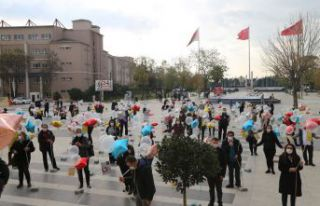24 Kasım'da balonlar öğretmenler için uçuruldu