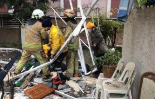 Avcılar'da binanın balkonları çöktü : 2...