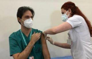İstanbul'da ilk aşılar sağlık çalışanlarına...