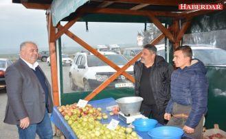 Yöresel Ürünler Pazar Esnafından Başkan Mesut Üner'e Teşekkür
