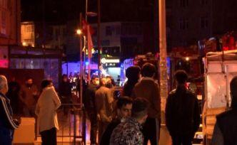 Esenyurt'ta 30 katlı binada yangın paniği! Gece vakti yüzlerce insan sokağa döküldü