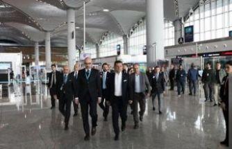 Ekrem İmamoğlu İstanbul Havaalanı'nda incelemelerde bulundu