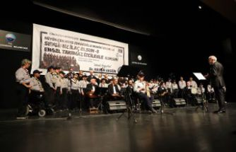 Ahmet Özhan'dan engelli izcilere destek