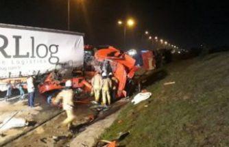 Büyükçekmece'de TIR kamyona arkadan çarptı: 1 ölü, 1 yaralı
