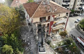Büyükçekmece'de deprem riski bulunan 2 bina daha yıkıldı