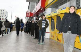 ESENYURT BELEDİYESİ'NDEN PTT ÖNÜNDE KORONAVİRÜS ÖNLEMLERİ