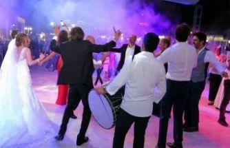 Evlenecekler müjde! Düğün salonlarının açılacağı tarih belli oldu