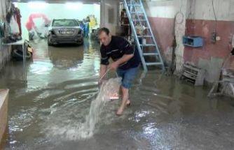 Büyükçekmece'de sanayi sitesindeki işyerlerini su bastı