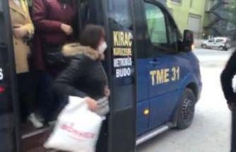 """Esenyurt'ta 22 yolcu taşıyan şoförden polise; """"Bu seferlik idare et"""""""