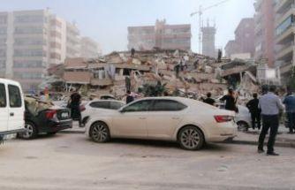 İzmir'deki 6.6 büyüklüğündeki depremde yıkılan binalar var!