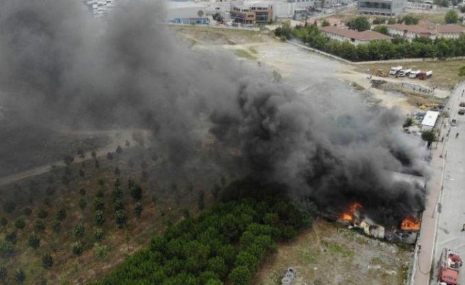 Esenyurt'ta işçilerin kaldığı şantiyedeki yangın söndürüldü