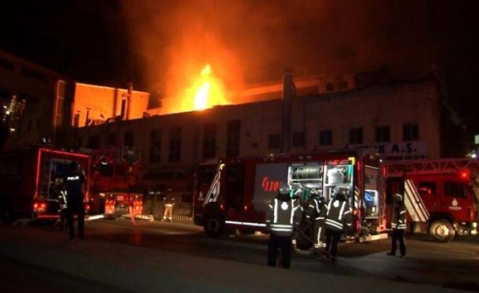 Esenyurt'ta plastik ham madde imalatı yapan fabrikada yangın çıktı