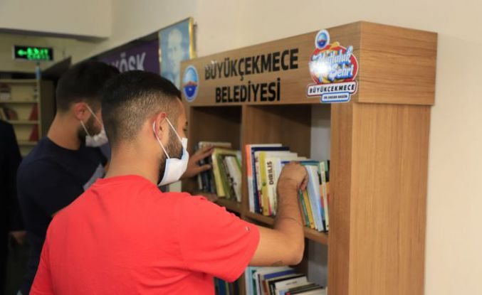 Büyükçekmece Belediyesi'nden kahvehanelere kitaplık