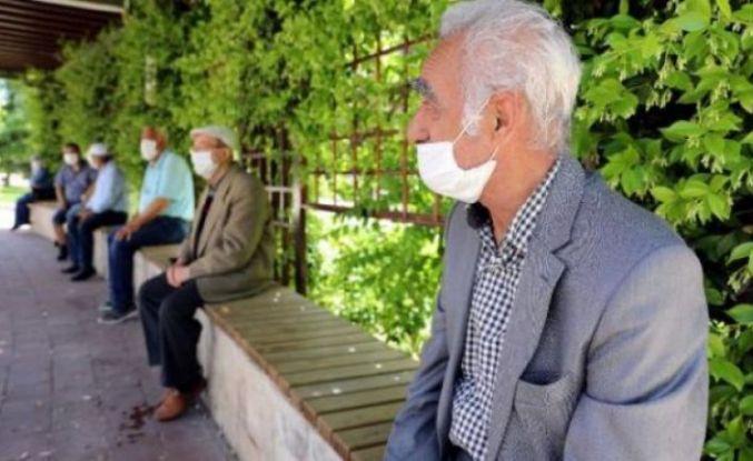 Bakan Koca'dan 65 yaş ve üstüne uyarı: Bu sizin için daha iyi