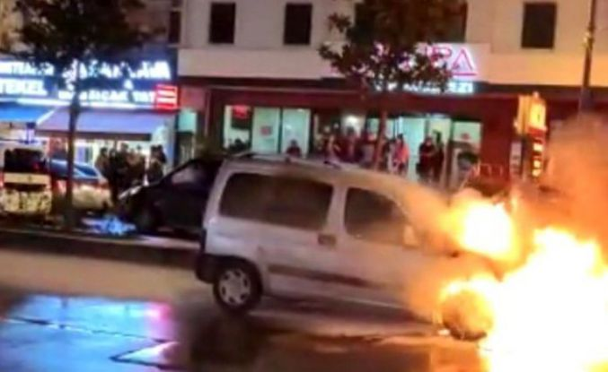 Esenyurt'ta seyir halindeki araç alev alev yandı